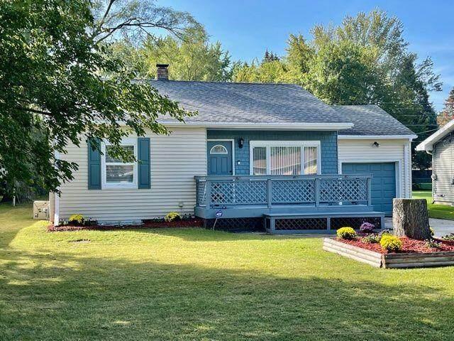 400 Bradford Road, Benton Harbor, MI 49022 (MLS #21110763) :: Sold by Stevo Team | @Home Realty