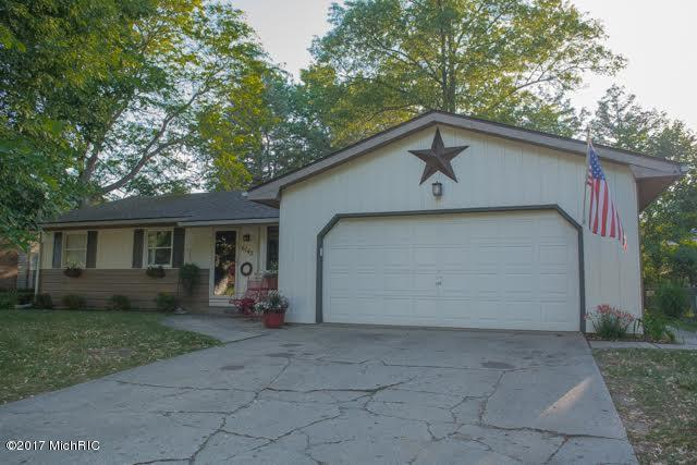 6742 Manhattan Street, Portage, MI 49024 (MLS #17029502) :: Matt Mulder Home Selling Team