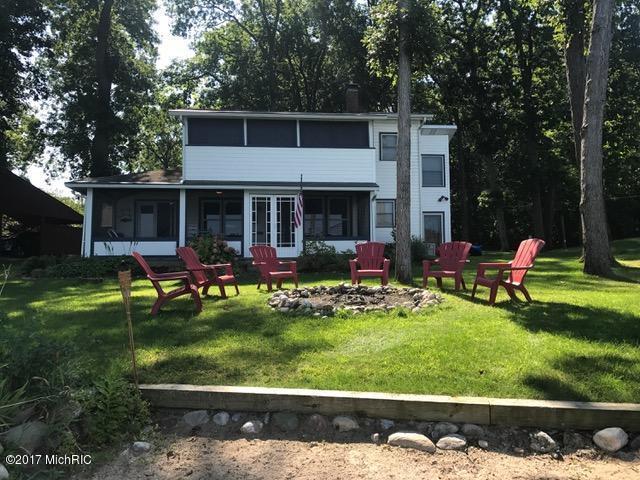 737 S Gull Lake Drive, Richland, MI 49083 (MLS #17058179) :: Matt Mulder Home Selling Team