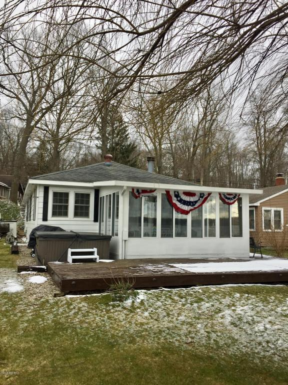 3117 Baseline Road, Gobles, MI 49055 (MLS #18015043) :: JH Realty Partners