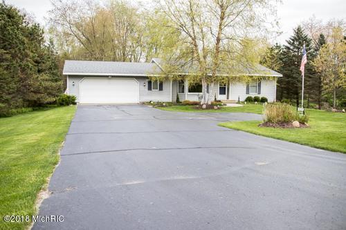 3320 Grand River Drive NE, Grand Rapids, MI 49525 (MLS #18020803) :: Deb Stevenson Group - Greenridge Realty