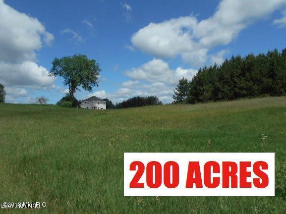 2732 N Cedar Road, Luther, MI 49656 (MLS #18030483) :: Deb Stevenson Group - Greenridge Realty