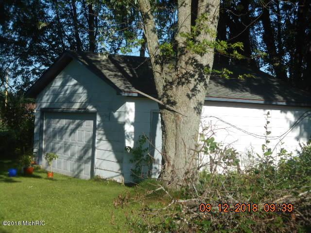 303 N Reinberg Avenue, Scottville, MI 49454 (MLS #18044972) :: Deb Stevenson Group - Greenridge Realty