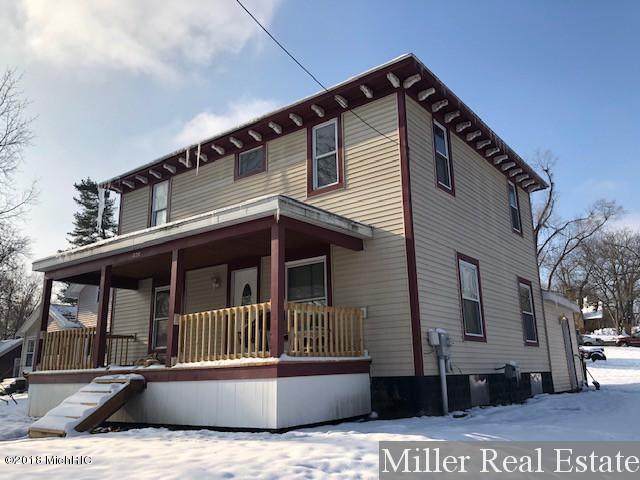 826 N Michigan Avenue, Hastings, MI 49058 (MLS #18055912) :: Deb Stevenson Group - Greenridge Realty