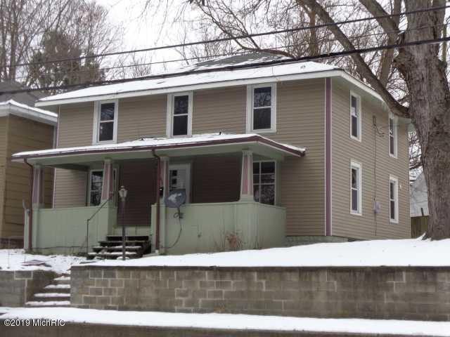 637 S 3rd Street, Niles, MI 49120 (MLS #19001164) :: Matt Mulder Home Selling Team