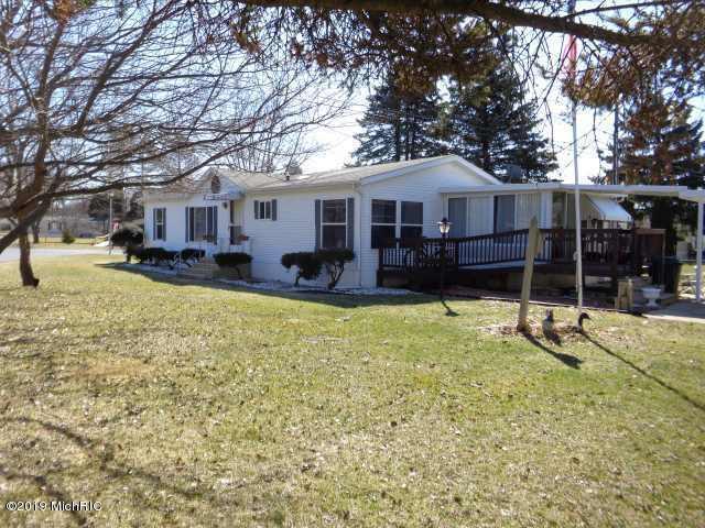 802 Mobile Boulevard, Niles, MI 49120 (MLS #19002012) :: Deb Stevenson Group - Greenridge Realty