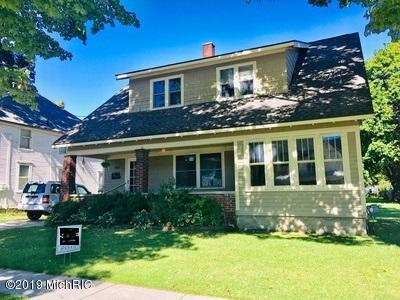 327 E Main Street SE, Caledonia, MI 49316 (MLS #19006430) :: Matt Mulder Home Selling Team