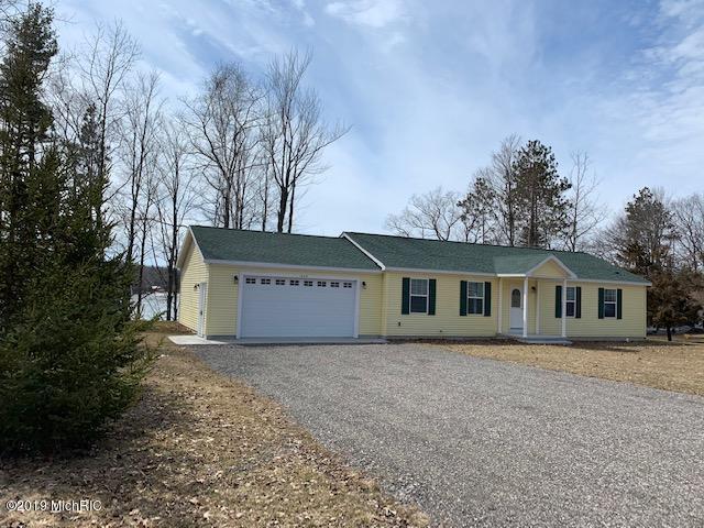 1639 W Crystal View Drive, Scottville, MI 49454 (MLS #19008438) :: Deb Stevenson Group - Greenridge Realty