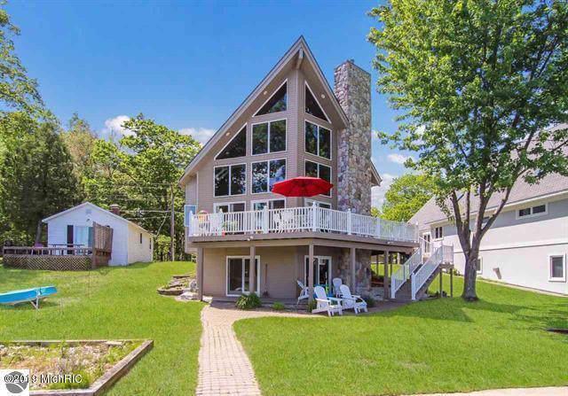 4595 W Lake Mitchell Drive, Cadillac, MI 49601 (MLS #19009906) :: Deb Stevenson Group - Greenridge Realty