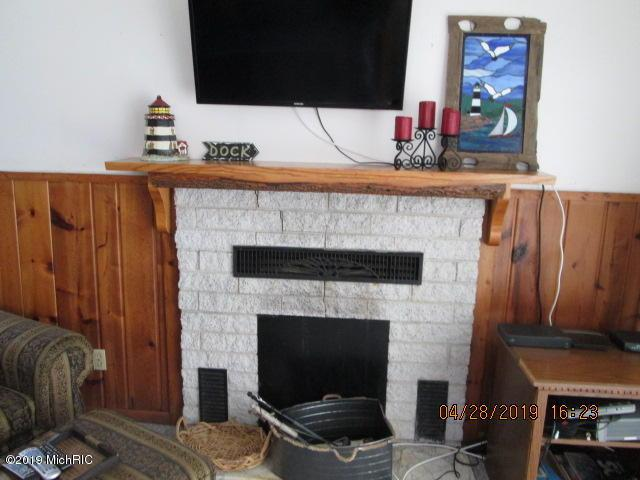 1369 N Cedar Lane Road, Scottville, MI 49454 (MLS #19017099) :: Matt Mulder Home Selling Team