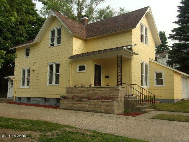 1018 Maple Street, Manistee, MI 49660 (MLS #19031731) :: Deb Stevenson Group - Greenridge Realty