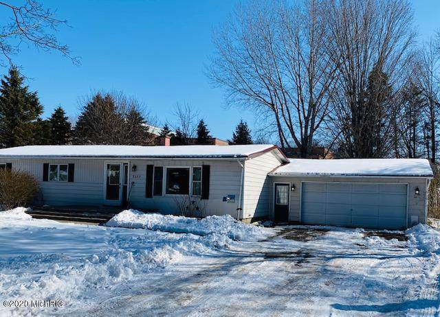 8273 Zosel Street, Onekama, MI 49675 (MLS #20004039) :: Deb Stevenson Group - Greenridge Realty