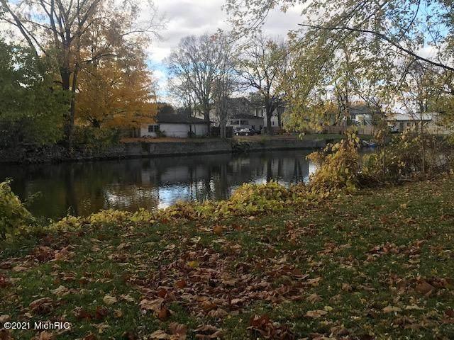 132 River Drive, Three Rivers, MI 49093 (MLS #20051588) :: Deb Stevenson Group - Greenridge Realty