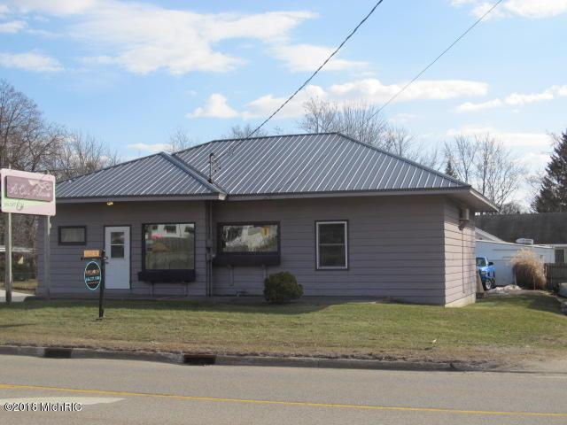 1021 W Lincoln Avenue, Ionia, MI 48846 (MLS #18006774) :: 42 North Realty Group