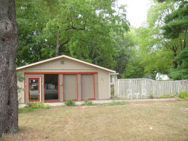 7633 E 36th Street, Newaygo, MI 49337 (MLS #20024643) :: Deb Stevenson Group - Greenridge Realty