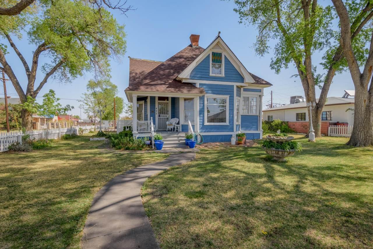 422 Dalies Avenue - Photo 1