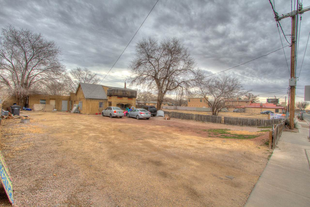 2410 Isleta Boulevard - Photo 1