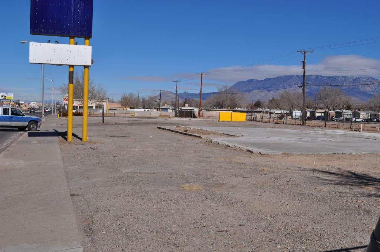 114-156 Wyoming Boulevard - Photo 1