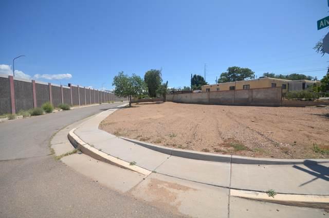 5404 Alvarado Place NE, Albuquerque, NM 87110 (MLS #1000098) :: HergGroup Albuquerque