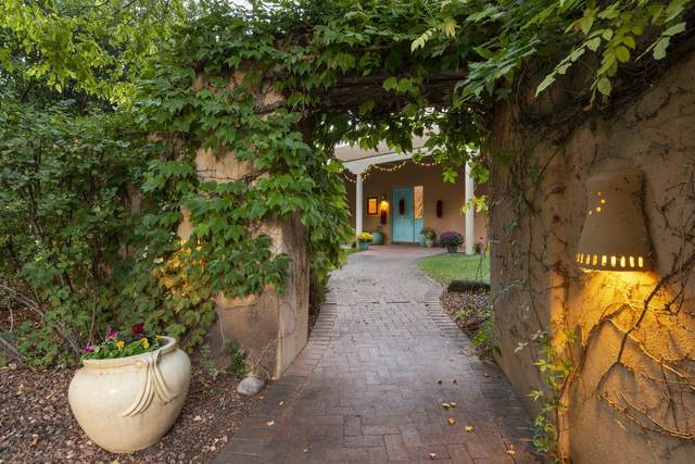 1600 Padre Roberto Road NW, Los Ranchos, NM 87107 (MLS #1001127) :: Campbell & Campbell Real Estate Services