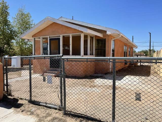 1823 Edith Boulevard SE, Albuquerque, NM 87102 (MLS #1001195) :: The Buchman Group