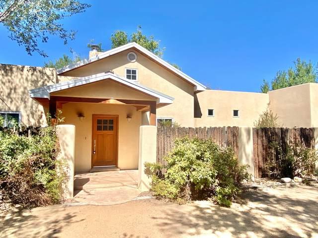 529 Camino La Morada NW, Albuquerque, NM 87114 (MLS #1001560) :: Campbell & Campbell Real Estate Services