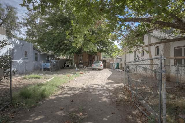 140 La Vega Drive SW, Albuquerque, NM 87105 (MLS #1001873) :: Keller Williams Realty
