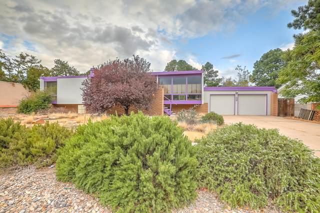 8520 Aztec Road NE, Albuquerque, NM 87111 (MLS #1001998) :: The Buchman Group
