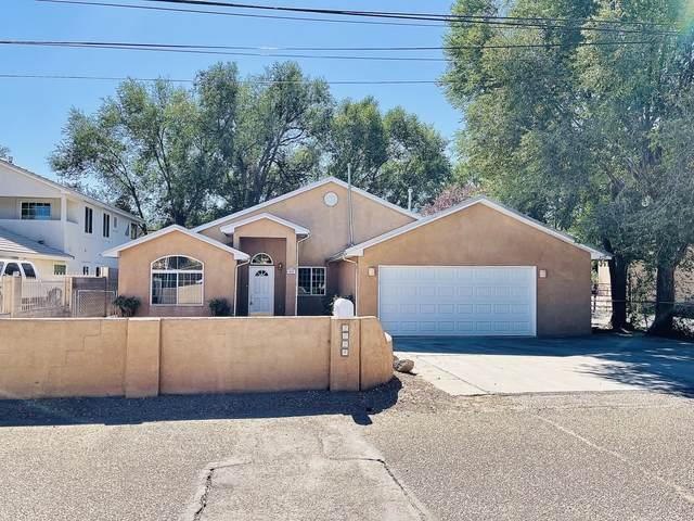 2824 Moya Road NW, Albuquerque, NM 87104 (MLS #1002778) :: Keller Williams Realty