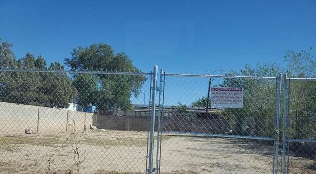304 Dallas Street SE, Albuquerque, NM 87108 (MLS #1003239) :: The Buchman Group