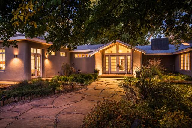 8848 Guadalupe Trail NW, Los Ranchos, NM 87114 (MLS #1003389) :: Campbell & Campbell Real Estate Services