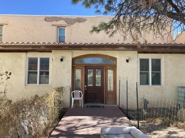 5201 Valle Vista Drive NW, Albuquerque, NM 87120 (MLS #1003453) :: Keller Williams Realty