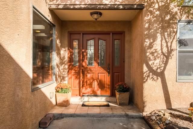 9107 La Costa Drive NE, Albuquerque, NM 87111 (MLS #1003475) :: Campbell & Campbell Real Estate Services