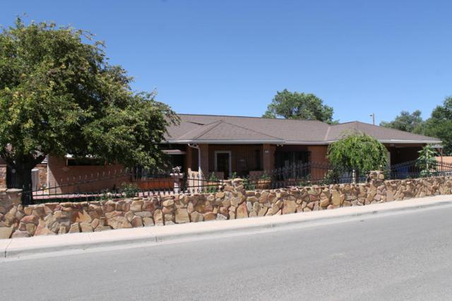 701 Mountain View Street, Espanola, NM 87532 (MLS #871043) :: The Stratmoen & Mesch Team