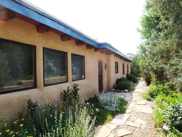 173 County  Road B006, Taos, NM 87571 (MLS #896796) :: Campbell & Campbell Real Estate Services