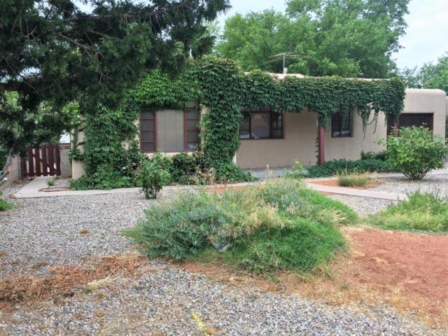 4708 Robin Avenue NE, Albuquerque, NM 87110 (MLS #898115) :: Campbell & Campbell Real Estate Services