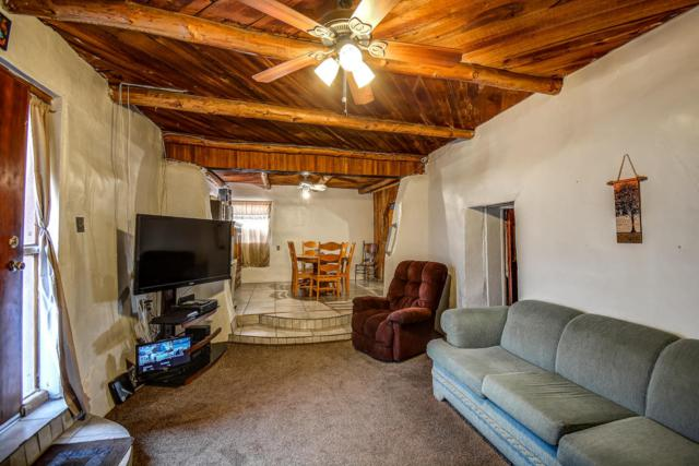 8312 Guadalupe Trail NW, Los Ranchos, NM 87114 (MLS #907103) :: Rickert Property Group