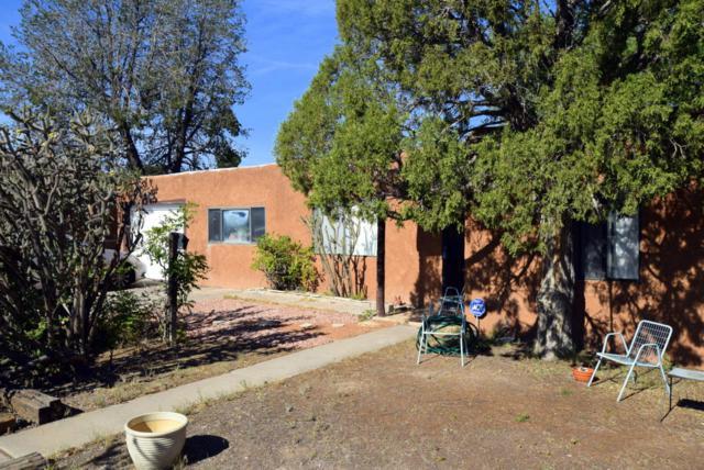 2117 Palomas Drive NE, Albuquerque, NM 87110 (MLS #907693) :: Silesha & Company