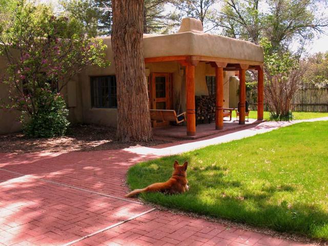 413 Camino De La Placita, Taos, NM 87571 (MLS #908053) :: Campbell & Campbell Real Estate Services