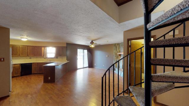 10253 Gutierrez Road NE, Albuquerque, NM 87111 (MLS #920403) :: The Stratmoen & Mesch Team