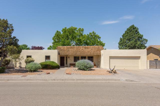 5417 Rayito Del Luna Lane NE, Albuquerque, NM 87111 (MLS #921343) :: Will Beecher at Keller Williams Realty