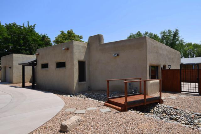 1521 Kit Carson Avenue SW, Albuquerque, NM 87104 (MLS #926747) :: The Stratmoen & Mesch Team