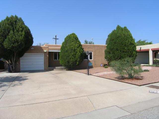 3709 La Hacienda Place NE, Albuquerque, NM 87110 (MLS #928922) :: The Stratmoen & Mesch Team