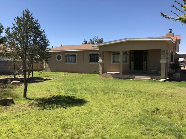 9 Warner Road, Los Lunas, NM 87031 (MLS #929449) :: The Bigelow Team / Realty One of New Mexico