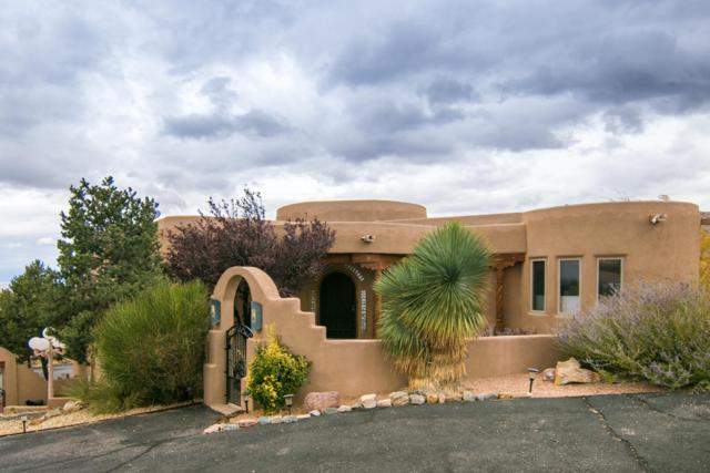 10901 Elena Drive NE, Albuquerque, NM 87122 (MLS #931209) :: The Stratmoen & Mesch Team