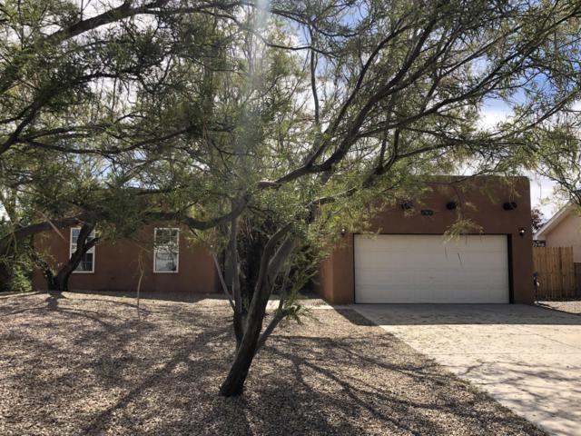 61 Milton Loop, Los Lunas, NM 87031 (MLS #931542) :: The Stratmoen & Mesch Team
