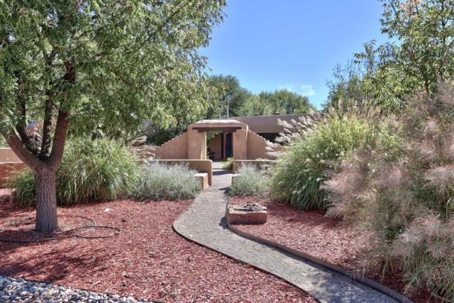 10 Applewood Lane, Los Ranchos, NM 87107 (MLS #932306) :: The Bigelow Team / Realty One of New Mexico