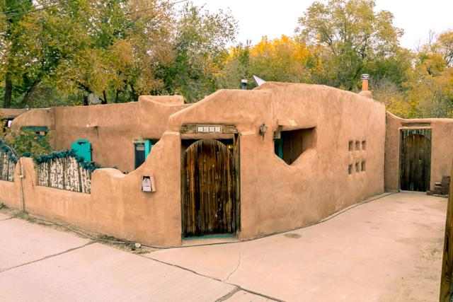 1608 Patrick Place NW, Albuquerque, NM 87107 (MLS #932522) :: The Stratmoen & Mesch Team