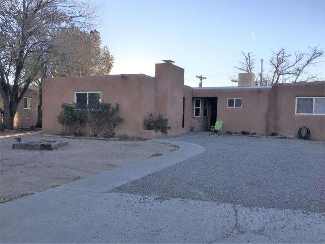 2207 Elizabeth Street NE, Albuquerque, NM 87112 (MLS #932681) :: The Stratmoen & Mesch Team