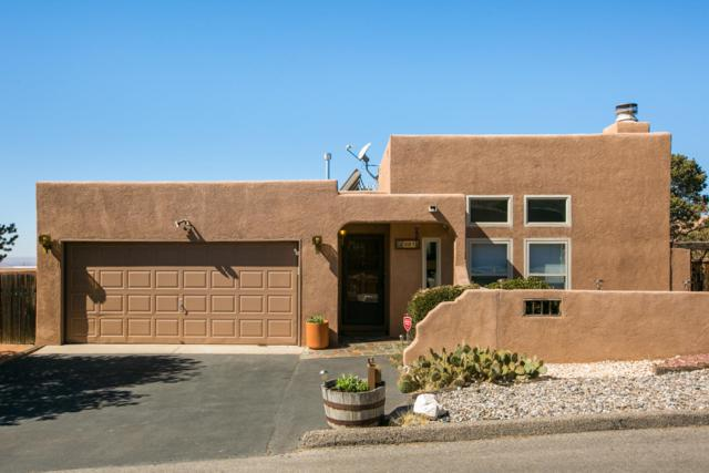 2811 Tramway Circle NE, Albuquerque, NM 87122 (MLS #933165) :: The Bigelow Team / Realty One of New Mexico